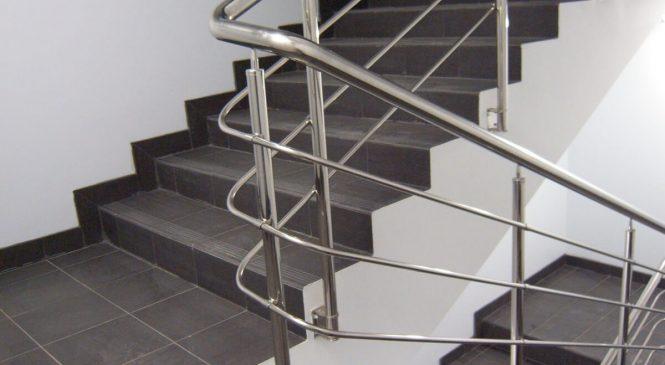 Использования ограждений для лестниц и нержавеющей стали
